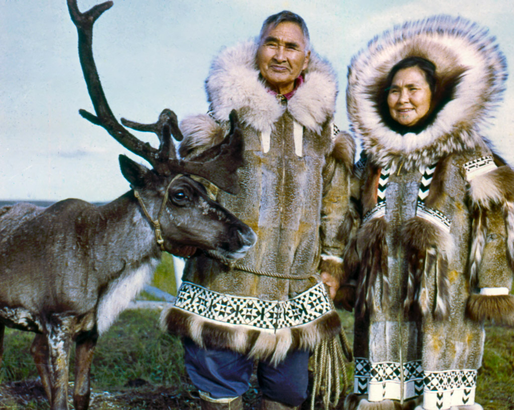 36-Eskimo-couple-and-trained-sled-deer