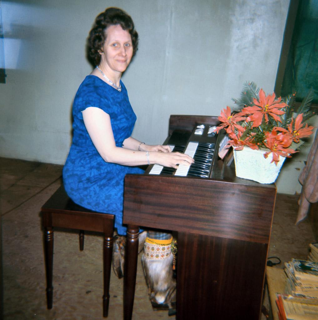 80-Me-at-the-organ-Ambler-Friends-Church